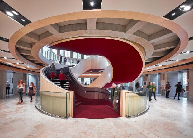 """La transformación del """"Theatre Royal"""" de Glasgow ha logrado hacer lucir el espectacular diseño arquitectónico del teatro, proporcionándole la flexibilidad necesaria para su variado uso."""