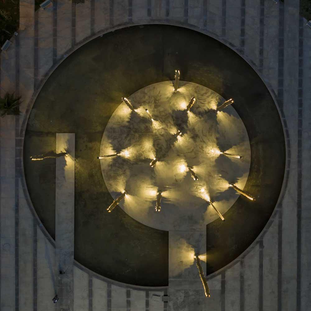Su Vertical Nos Retiene Limari Lighting Design