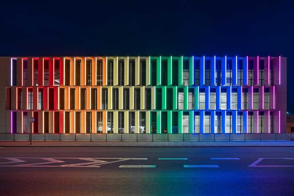 Aeropuerto Atenas Media facade Linea Light Group